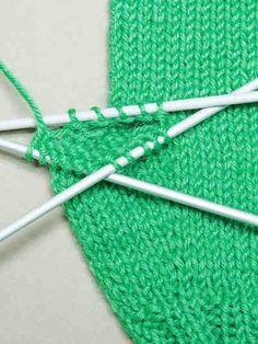 Peukalon neulominen Knitting Projects, Knitting Patterns, Craft Projects, Diy Accessories, Decorative Accessories, Diy And Crafts, Arts And Crafts, Knit Crochet, Crochet Hats