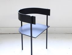 Typecast chair is subtle and elegant, also being interesting for its materiality and manufacturing process.