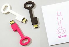 loving this USB key (in pink, of course)