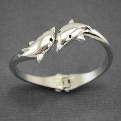 Parmi nos bijoux fantaisie on a flashé sur ce très beau bracelet pas cher, hyper élégant, tout en métal argenté,