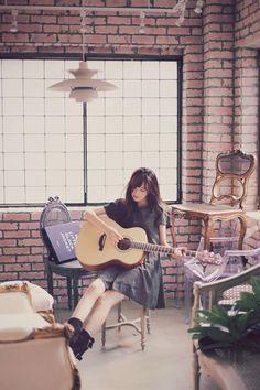 기타치는 여자