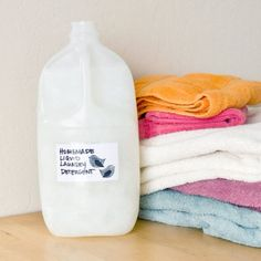 Clean Machine: Homemade Natural Liquid Laundry Detergent: A big pile of laundry waiting to hit the washing machine doesn't just inspire dread; doing all those loads starts to add up on the pocketbook, as well. Homemade Cleaning Supplies, Cleaning Recipes, Cleaning Hacks, Homemade Products, Cleaning Solutions, Diy Cleaners, Cleaners Homemade, Household Cleaners, Vivre Bio