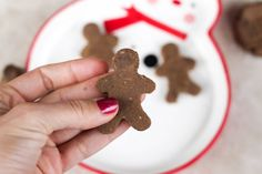 Gingerbread amazeballs --A healthy snack to keep around to prevent you from over-eating at dinner!