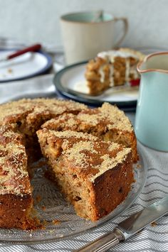 10 minutes Esay Cacke : Easy apple coffee cake made with wholemeal flour, fresh apple and spices Apple Cake Recipes, Cupcake Recipes, Baking Recipes, Dessert Recipes, Desserts, Food Cakes, Tea Cakes, Cupcake Cakes, Wholemeal Flour Recipes