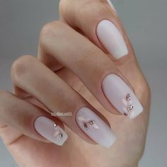 Wedding nails inspirations for the perfect wedding look. Here you will find the best nail ideas for your wedding day from simple nail designs to sophisticated nails art ideas. Each bride will find something special and unique.