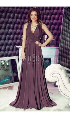 Rochie Dark Purple Versatile -  Este o rochie de ocazie eleganta, intr-o culoare superba de mov, care poate fi purtata la orice petrecere sau eveniment important din viata ta. Nu numai ca este lunga si extraordinar de potrivita la evenimentele cu eticheta, de tip Black Tie, dar de asemenea poate fi purtata in peste 15 modalitati, ceea ce o transforma intr-o tinuta extrem de versatila. culoare: Mov inchis rochie eleganta de seara  cu peste 15 modalitati de prindere  Material: Lycra   PRODUS…