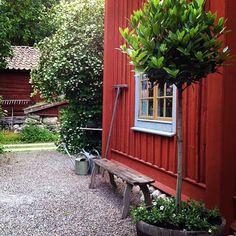 """1,503 gilla-markeringar, 28 kommentarer - Clara Lidström (@underbaraclaras) på Instagram: """"Älskar grus! När vi gör om trädgården i sommar blir det lite gräs och mycket grus och breda…"""""""