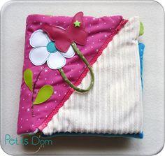 Livre en tissu coloré et plein de fermetures éclair Sewing Accessories, Baby Accessories, Baby Couture, Busy Book, Textile Art, Book Art, Baby Kids, Coin Purse, Knitting
