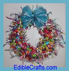 DIY candy wreath make awesome gifts or decorations Christmas Candy, Christmas Wreaths, Christmas Crafts, Christmas Baking, Wreath Crafts, Diy Wreath, Door Wreaths, Craft Gifts, Diy Gifts