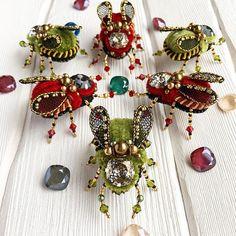 Объявляю подготовку к Рождеству открытой! Потрясающие Новогодние Жужики ❗️в наличии❗️Позаботьтесь о подарках для любимых Покупка в Директ  #мода #стиль #antonovastudio #популярное #интересное #рукоделие #ручнаяработа #брошь #украшения #украшение #вышивка #бижутерия #авторскоеукрашение #handmade #luxury #jewelry #fashion