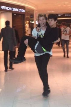 (Yes I know this is a thing for wattpad, which I do not approve entirely lol) This is one of my fav pics of cake! xD