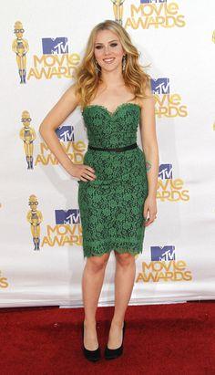 Petite 5'3 Scarlett Johansson curvy hourglass. Petite fashion done right!