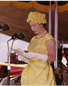 Queen Hat, Hm The Queen, Queen Of England, British Monarchy, King George, Queen Elizabeth Ii, Royal Families, British Royals, Windsor