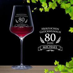 Ein individuell graviertes Weinglas zum 80. Geburtstag - mit Deinem Wunschnamenamen und dem Alter - toll für junggebliebene Weintrinker.