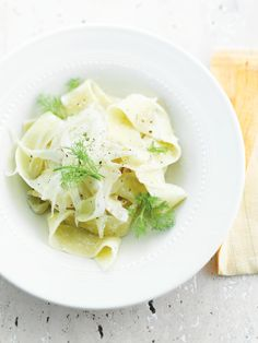Supersnelle pasta met 3 kazen en venkel http://www.njam.tv/recepten/supersnelle-pasta-met-3-kazen-en-venkel