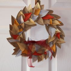 Ulixis Crafts: Item of the day: Autumn paper leaf wreath