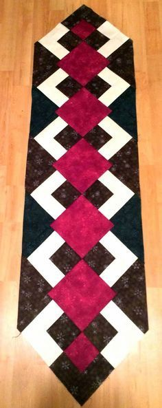 Quilt Table Runners The Recipe Bunny: Christmas Table Runner and Tutorial How To Bonsai - Critical B Table Runner And Placemats, Table Runner Pattern, Quilted Table Runners, Quilting Tutorials, Quilting Projects, Quilting Designs, Small Quilts, Mini Quilts, Lap Quilts