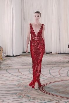 Tony Ward Look 9 Stunning Embroidered Red Slip Sheath Evening Maxi Dress / Evening Gown with Deep V-Neck Cut and small Train. Fashion Runway by Tony Ward - Agenda De La Défilé Tony Ward, Event Dresses, Ball Dresses, Ball Gowns, Ladies Dresses, Dresses Dresses, Red Evening Gowns, Red Gowns, Casual Summer Dresses