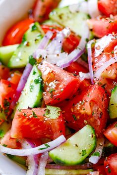 Tomato Cucumber Salad - #tomato #cucumber #salad #eatwell101 #recipe - This tomato cucumber salad is light and refreshing - perfect for a casual dinner or feeding a crowd at a potluck party. - #recipe by #eatwell101 Fresh Salad Recipes, Tomato Salad Recipes, Cucumber Recipes, Salad Recipes For Dinner, Vegetable Recipes, Rib Recipes, Grilling Recipes, Cooking Recipes, Cleanse Recipes