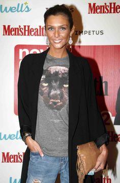 Joana Freitas, cabelos louros, olhos claros, pele dourada, sorriso rasgado e estilo sempre impecável! Escolhemos os seus melhores looks ;) #joanafreitas #style #streetstyle #ootd #graphicshirt #clutch