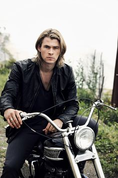 Chris Hemsworth!! i love me a sexy biker dude!! he looks good in nothing or anything at all.. Mmmm Yummy!!