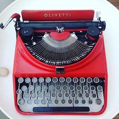 Comparte tus momentos #ruzafagente con nosotros. 🔝📷@diseno43  Joyas que no se venden en joyerías❣❗️#diseno43 #ruzafa #ruzafagente #typewriter #olivetti