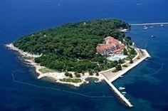 Hotel Fortuna Porec, wohnen auf ein Insel! Von der Insel hat man Direkten blick auf die Promenade in Porec
