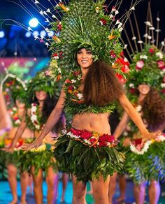 it is nice Polynesian Dance, Polynesian Culture, Polynesian Girls, Tahitian Costumes, Tahitian Dance, Afro Punk Fashion, Recycled Dress, Hula Dancers, Native American Beauty