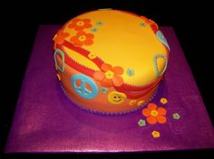 Hippie Cake - 8 inches cake covered with MMF and strawberry filling. Big Cakes, Sweet Cakes, Hippie Cake, 8 Inch Cake, 60s Party, Cupcake Cakes, Cupcakes, Tie Dye Party, Strawberry Filling