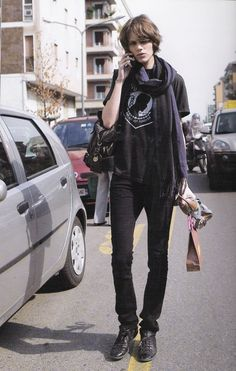 DRESS LIKE FREJA! Outfits: Destroy Denim + NYC Crop by Topshop + Leather Jacket by Yoshimoto + Chain-Strap Leather Bag + Sneakers Studded Hi-Top + Forever 21 Bracelet.