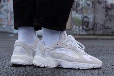 Adidas  Yung 1 в лаконично бежево серых тонах появились уже на нескольких человек в социальных сетях показывая во всей красе новый силуэт компании на их фотографиях. Релиз ожидается уже в июне этого года. Мы ждём а вы? #sneakercare #sneakercare_togliatti #sneakercare_news #adidas #sneakerhead #sneakerfreaker #химчистка #химчисткатольятти