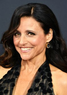 Julia Louis-Dreyfus' nude lip at the Emmys: A winning combo of La Prairie Cellular Luxe Lip Liner Automatique in Nude and La Prairie Cellular Luxe Lip Colour in Tawny.