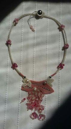 Macrame Jewelry Tutorial, Macrame Necklace, Crochet Necklace, Button Necklace, Micro Macrame, Projects To Try, Weaving, Beads, Handmade