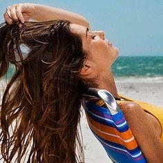 Luce un Cabello Impecable en el Verano - Para Más Información Ingresa en: http://trucoscaserosparaelpelo.com/luce-cabello-impecable-en-el-verano/
