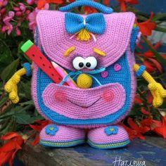 Mochila escolar de crochê (amigurumi) passo a passo #amigurumi - Como Fazer Crochet Beach Bags, Crochet For Boys, Crochet Baby, Free Crochet, Baby Knitting, Newborn Crochet Patterns, Crochet Dolls Free Patterns, Crochet Doll Pattern, Handmade Kids Bags