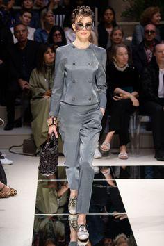 Giorgio Armani Spring 2020 Ready-to-Wear Fashion Show - Vogue 80s Fashion, Fashion 2020, Modest Fashion, Look Fashion, Fashion News, Autumn Fashion, Fashion Trends, Milan Fashion, Fashion Online