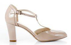 Buty KOTYL Róż Lakier Niski Słupek wz.7063 Heeled Mules, Sandals, Heels, Fashion, Heel, Moda, Shoes Sandals, Fashion Styles, High Heel