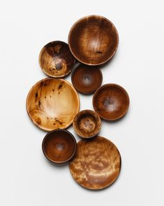 Love this collection of bowls (and platters?)