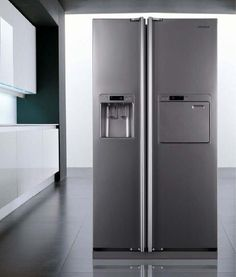 we love the drop down door on the right (featured in most korean fridges)- easy access to drinks!