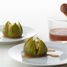 Fresh Figs with Spiced Honey and Goat Cheese: This fruit and cheese combination is so delicious yet only takes a few minutes to assemble. Serve as an appetizer or a dessert! #gogourmet