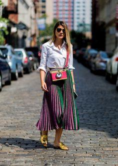 56 Awesome Pleated Skirt & Turquoise Bag for Women Fashion - Fashionmgz Estilo Fashion, Look Fashion, Ideias Fashion, Modest Fashion, Skirt Fashion, Fashion Outfits, Womens Fashion, Fashion Trends, Pleated Skirt Outfit
