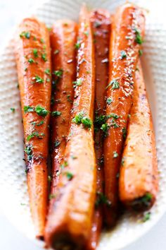 These Roasted Brown Sugar Carrots are spectacular! If you are on the hunt for an easy and tasty vegetable side dish, this one is a winner! A sweet and garlic flavor combine for one mouthwatering recipe! Father's Day is this upcoming Sunday and as I have been planning the dinner menu I have been stumped …