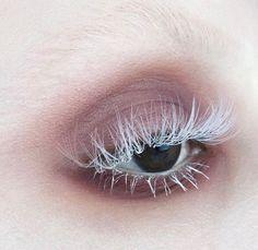 nude beige smoky eye makeup and white eyelashes, edgy makeup, editorial eye makeup, Makeup Goals, Makeup Inspo, Makeup Art, Beauty Makeup, Hair Makeup, Alien Makeup, Goth Beauty, Mua Makeup, Makeup Eyes