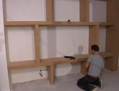 DIY: Wandkast met vakken - Eigen Huis en Tuin Wall Shelving Units, Bookcase Wall, Built In Bookcase, New Living Room, Home And Living, Living Room Decor, Built Ins, Home Projects, Family Room
