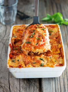 Recipe states that the cheese can be skipped to make it paleo. Cauliflower Noodle Lasagna - A lightened up, gluten-free, and healthy version of the traditional Italian dish Banting Recipes, Low Carb Recipes, Vegetarian Recipes, Cooking Recipes, Healthy Recipes, Lasagna Recipes, Cauliflower Recipes, Vegetable Recipes, Cauliflower Crust