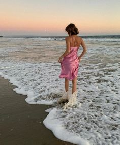 Girl Great Tagged with Hot boys dress girl girls ocean perfect sand sea spring summer sun woman Beach Photography Poses, Beach Poses, New Foto, Trendy Outfits, Summer Outfits, Foto Casual, Instagram Pose, Insta Photo Ideas, Summer Pictures