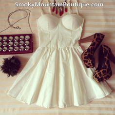 Vestido bustier blanco atractivo con correas ajustables - Tamaño S / M / L - Smoky Mountain Boutique