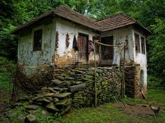 BALKAN country house by Mihailo Radičević on Abandoned Houses, Abandoned Places, Old Houses, Outdoor Garden Lighting, Cabins And Cottages, Life Photography, Travel Photography, Landscape Art, Architecture Design