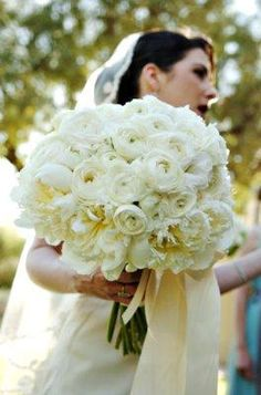 Lovely wedding flower    http://frankjleephotography.com/
