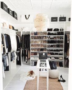 Tag a friend who would LOVE a closet like this . #MichelleCantrellAndAssociates . : @miss_gunner